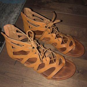 Zip sandals